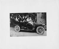 1906 Packard 24 Model S touring car with family of six and family pet