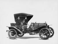 1907 Packard 30 Model U runabout with folding top, right side view