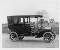 1907 Packard 30 Model U landaulet, three-quarter front view, right side rear quarter closed