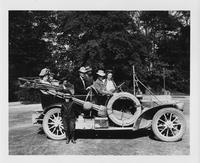 1908 Packard 30 Model UA and members of the Murdock family