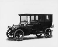 1909 Packard 30 Model UB limousine, three-quarter front view, left side