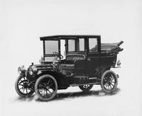 1909 Packard 18 Model NA landaulet, three-quarter front view, left side back collapsed