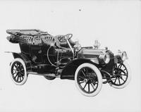 1909 Packard 30 Model UB close-coupled with top folded, three-quarter front view