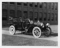 1909 Packard 30 Model UB close-coupled, in front of factory building