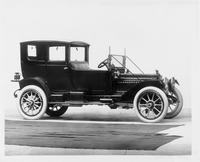 1911 Packard right side view, back enclosed compartment