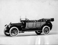 1915 Packard 3-38 two-toned standard touring car, five-sixths front view, left side