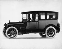 1916 Packard 1-25 two-toned limousine, seven-eights front view, left side