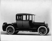 1917 Packard two-toned coupe, seven-eights right side front view