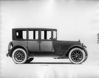 1918 Packard two-toned brougham, right side view