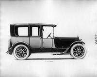 1918 Packard two-toned landaulet, left side view