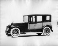 1918 Packard two-toned limousine, seven-eights front left view