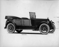 1918-1919 Packard two-toned phaeton, three-quarter right front view, top folded