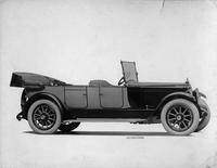 1918-1919 Packard two-toned touring car, seven-eights right side front view, top folded