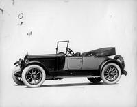 1918-1919 Packard two-toned runabout, seven-eights left side front view, top folded