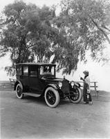 1918-1919 Packard brougham, parked at Belle Isle, with female driver