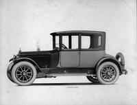 1918-1919 Packard two-toned coupe, seven-eights right front view