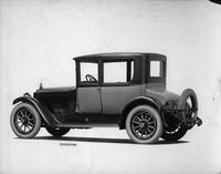 1918-1919 Packard two-toned coupe, five-sixths left rear view