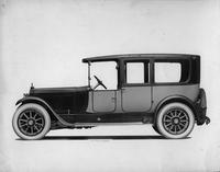 1918-1919 Packard two-toned landaulet, right side view, quarter closed