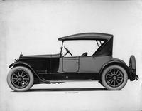 1918-1919 Packard two-toned runabout, left side view, top raised