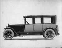 1918-1919 Packard two-toned brougham, left side view