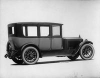 1918-1919 Packard two-toned brougham, three-quarter right rear view
