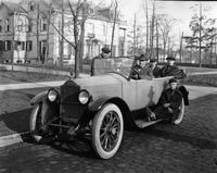 1921-1922 Packard touring car full of men