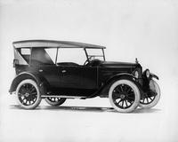 1921-1922 Packard touring car, three-quarter right front view, top raised