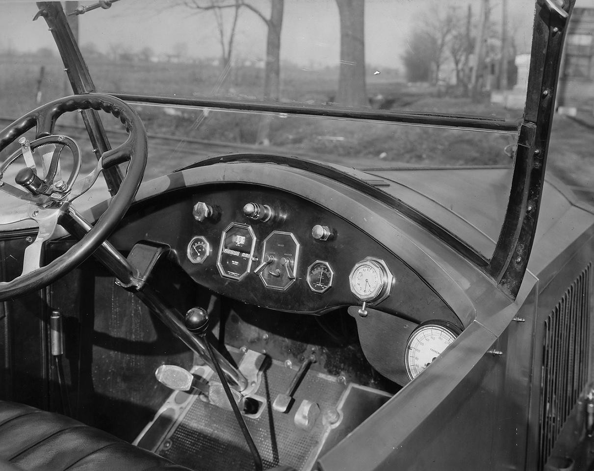 1921-1922 Packard test car, view of front instrument panel - Wayne