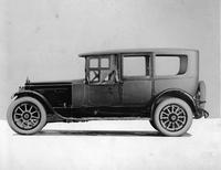 1920-1923 Packard limousine, right side view, front side curtains in place