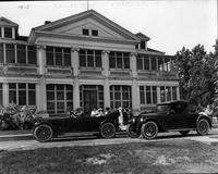 1920-1923 Packard phaeton and runabout, parked in front of Lighthouse Inn