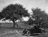1920-1923 Packard runabout in country setting