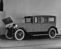 1922-1923 Packard sedan-limousine, three-quarter left front view
