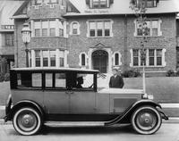 1922-1923 Packard sedan-limousine, at home of Thomas N. Dysart, standing at curb