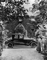 1923 Packard coupe in front of ivy-covered house