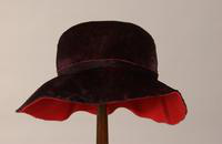 Women's fedora style hat with floppy brim from the 1950s