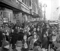Shopping; Crowds; Christmas Shoppers; Woodward Avenue.