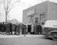 Wars; World; # 2; Detroit; Rationing; Meats. -Crowd Buying Meat Last Day Before Rationing