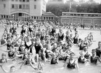 Belle Isle; Bathing Beach. -Crowds In Water & On Shore