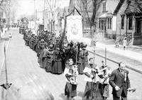 Foreign Colonies; Polish. Funeral. Possibly: the Cortege of Fr. Francis A. Mueller, 23 April 1913.