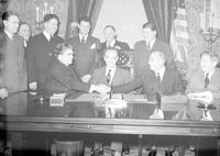 Strikes; Conferences; Lansing. -General Motors Officials & Auto Workers Union Holding Conference with Governor Murphy at Lansing. -Signing Strike Agreement at Lansing. Herman L. Weckler. K. T. Keller. Lee Pressman. R. T. Frankensteen. Homer Martin. Jason F. Dewey. Walter P. Chrysler. Governor Murphy. John L. Lewis
