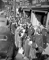 Shopping; Detroit; 1946.--Lineup for Hose.