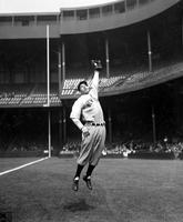 DiMaggio, Joe. Baseball. New York Yankees. Action.