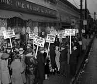 Picketing; Detroit; Neisner Brothers Store.