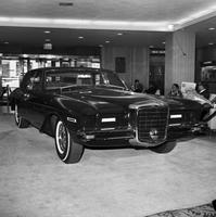 Duesenberg; Auto (new). On display in Statler Hotel lobby