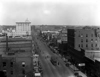 Michigan; Cities; Flint; Business Streets; Industrial scenes; Buick Motor Co. ; Chevrolet Motor Co. Saginaw St. Street Cars.